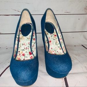 "BRECKELLE""S BLUe PLATFORM WEDGE SHOE"